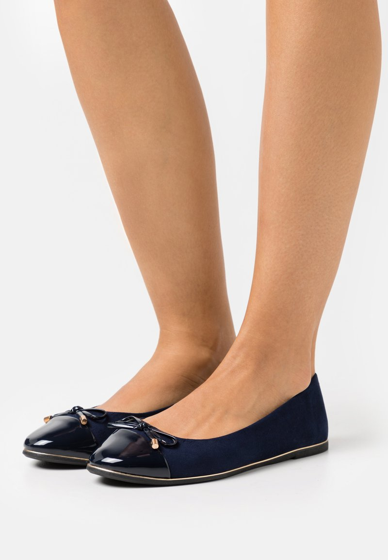 Dorothy Perkins Wide Fit - WIDE FIT PINE RAND TOE CAP - Bailarinas - navy