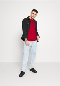 Karl Kani - SMALL SIGNATURE BOX TEE - Basic T-shirt - dark red - 0