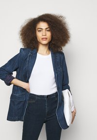 J Brand - DARTED HIGH RISE TROUSER - Flared Jeans - civility - 3