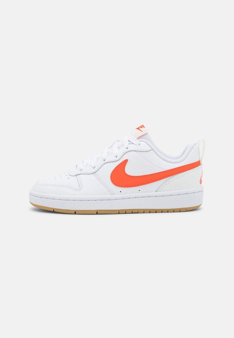 Nike Sportswear - COURT BOROUGH 2 - Sneakers laag - white/orange/summit white/sail