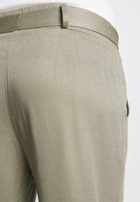 Mara Mea - NIGHT TRAIN - Spodnie materiałowe - khaki - 5
