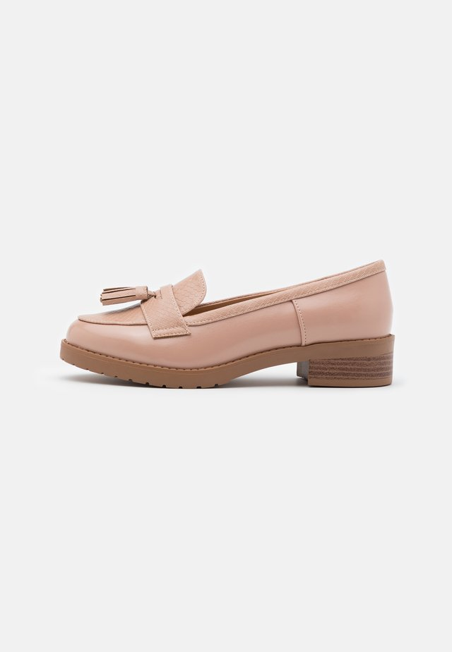 WIDE FIT LITTY PUTASSEL LOAFER - Instappers - pink