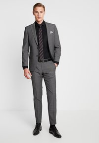 Seidensticker - SLIM SPREAD KENT PATCH - Formal shirt - black - 1