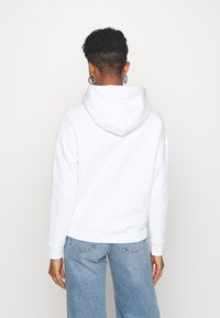 Tommy Jeans - BADGE HOODIE - Sweat à capuche - white - 2
