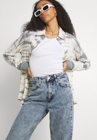 BDG Urban Outfitters - MOM - Jeans straight leg - acid wash blue - 3