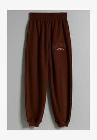 Bershka - MIT PRINT - Pantaloni sportivi - brown - 4