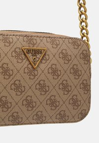 Guess - NOELLE CROSSBODY CAMERA - Torba na ramię - latte - 4
