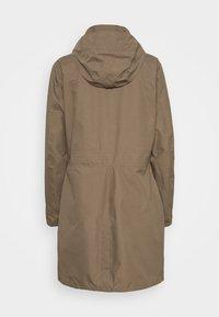 Vaude - WOMEN'S KAPSIKI COAT - Hardshell jacket - coconut uni - 2
