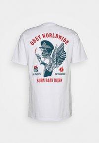 Obey Clothing - BURN BABY BURN - Printtipaita - white - 1