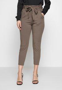 Vero Moda Petite - VMEVA LOOSE PAPERBAG PANT - Trousers - bungee cord - 0
