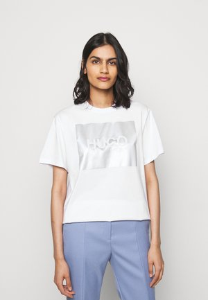 THE BOYFRIEND TEE - Print T-shirt - white