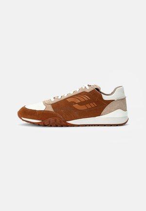 CRAFTLO LACE - Sneakers laag - dark tan combi