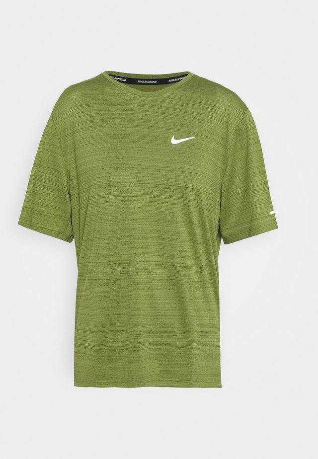 MILER  - Print T-shirt - asparagus/silver