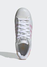 adidas Originals - SUPERSTAR FUTURESHELL  - Tenisky - ftwr white screaming pink crew yellow - 3