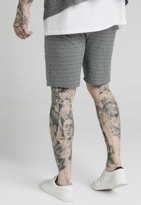 SIKSILK - Shorts - black  white dogtooth - 2