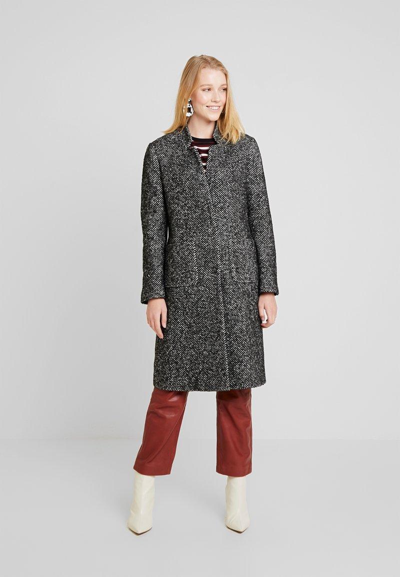 Cortefiel - HERRINGBONE LONG TAILORED COAT - Abrigo - greys