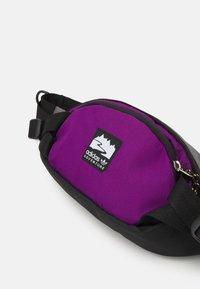 adidas Originals - WAISTBAG S UNISEX - Bum bag - black/glory purple/white - 4