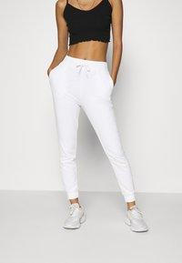 Even&Odd - 2er PACK - Slim fit joggers - Teplákové kalhoty - black/ white - 4