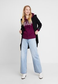 GAP - FASH - Zip-up hoodie - beach plum - 1