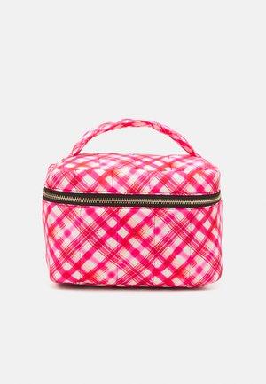 PCJIONA SQUARED WASH BAG - Wash bag - bright white/red