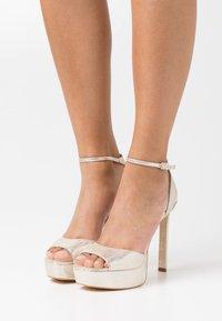 Guess - ALDEN - Platform sandals - plaino - 0