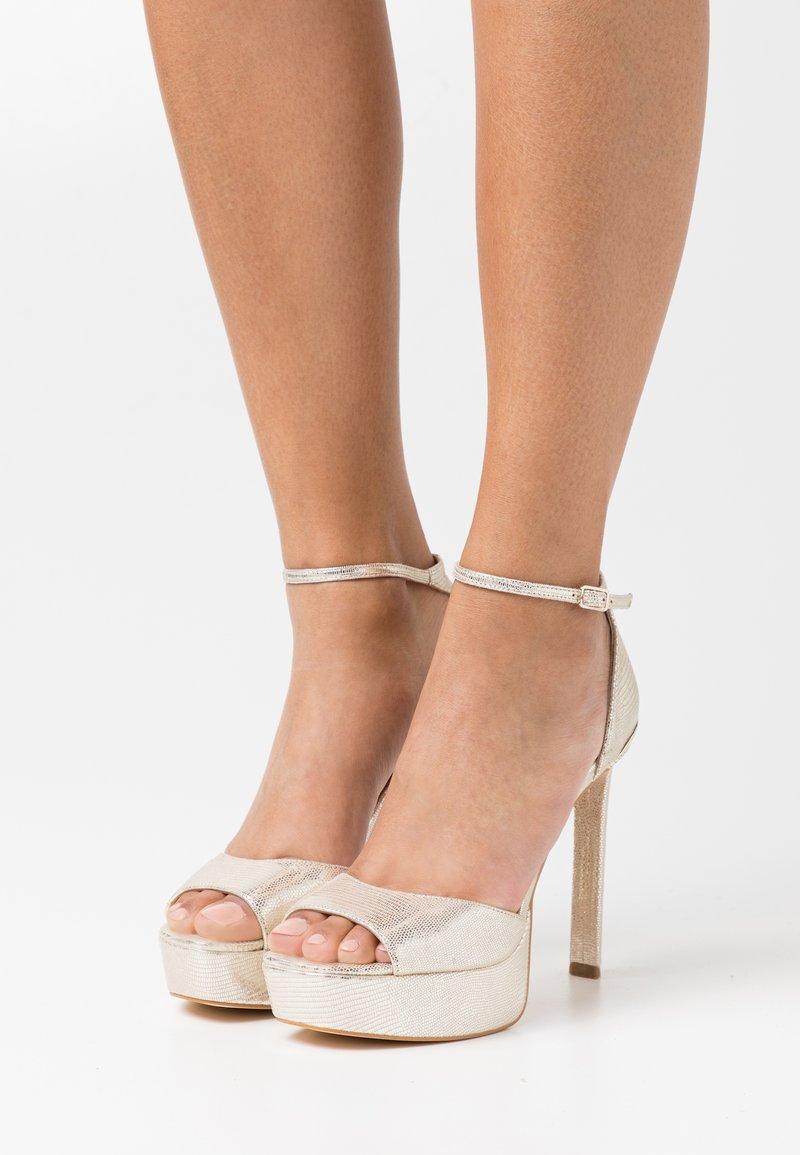 Guess - ALDEN - Platform sandals - plaino