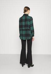 American Eagle - BABYDOLL PLAID - Button-down blouse - green - 2