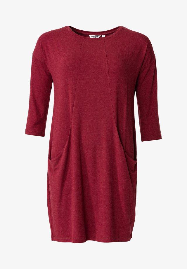 LINDEN - Žerzejové šaty - burgundy