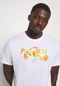 Nike Performance - DRY TEE ELITE - Print T-shirt - white - 5