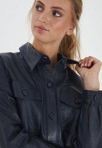 ICHI - IHYOHANNA SH - Button-down blouse - dark navy - 3