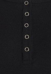 Cotton On - MATERNITY HENLEY SHORT SLEEVE 3 PACK - Basic T-shirt - black/white/silver - 5