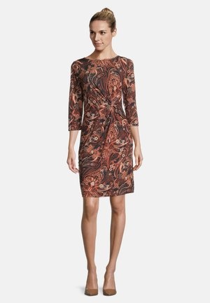 MIT RAFFUNG - Shift dress - brown/black