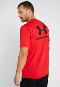 Under Armour - SPORTSTYLE BACK TEE - T-shirts print - red/black - 2