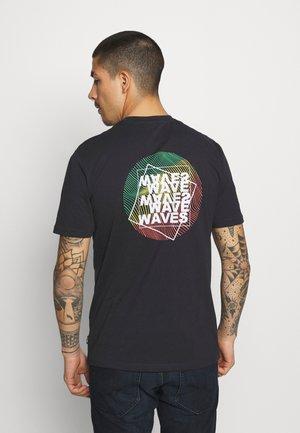 ONSATIK LIFE TEE - Camiseta estampada - dark navy