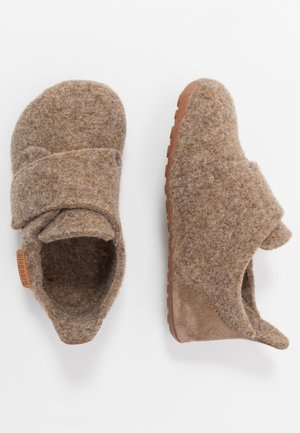 HOME SHOE - Pantuflas - camel