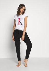Calvin Klein Underwear - ONE CREW NECK - Camiseta de pijama - white red logo - 1
