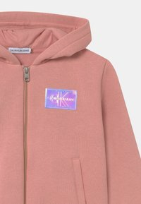 Calvin Klein Jeans - MONOGRAM BADGE ZIP THROUGH - Mikina na zip - pink - 2