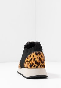 Loeffler Randall - REMI LACE UP - Baskets basses - black - 5