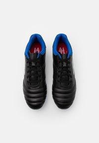 Umbro - TOCCO CLUB FG - Kopačky lisovky - black/white/victoria blue - 3