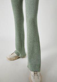 PULL&BEAR - Pantaloni - green - 5