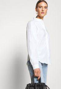 CLOSED - EVIE - Button-down blouse - white - 4