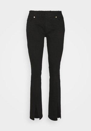 LE PIXIE CUT OFF WAIST MINI SLIT - Jean bootcut - black