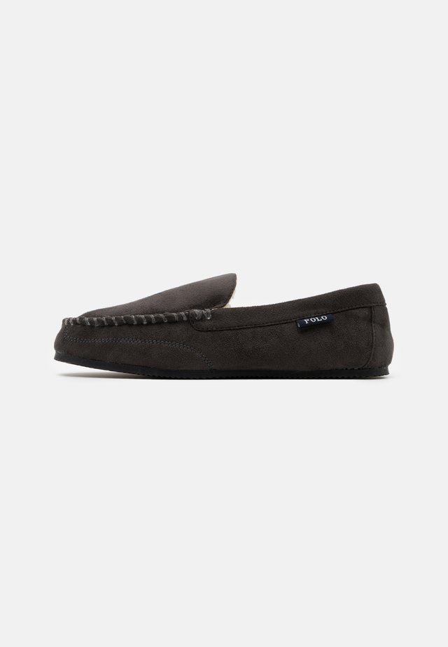 DEZI - Slippers - charcoal/navy