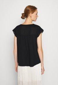 Dorothy Perkins - VICTORIANA - Print T-shirt - black - 2
