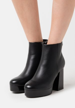 High heeled ankle boots - begonia