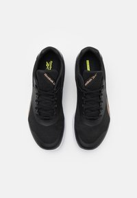 Reebok - STRIDIUM - Sportieve wandelschoenen - core black/footwear white/golden bronze - 3