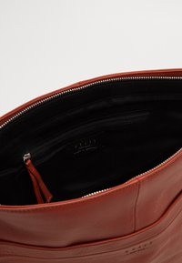 Still Nordic - ANOUK  - Handbag - picante - 2