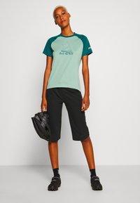 Zimtstern - PURE FLOWZ  - Print T-shirt - granite green/pacific green/blush - 1