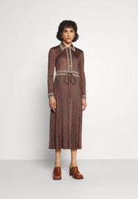 Tory Burch - SILKY SHIRTDRESS - Jersey dress - sun geo - 0