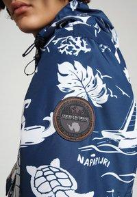 Napapijri - RAINFOREST SUMMER PRINT - Windbreaker - hawaii - 5